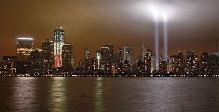 Iluminação representa as Torres Gêmeas