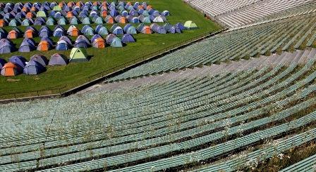 Acampamento de turistas no estádio de Munique