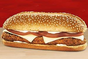 Jamaica e Paraguai: filé de frango empanado, maionese cremosa, presunto, queijo suíço e pão com gergelim (Burger King)