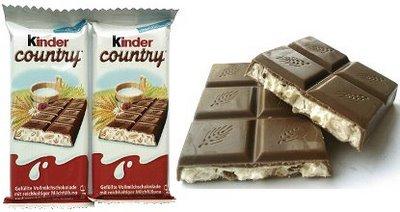 Alemanha: Kinder Country é um chocolate cremoso, com um recheio de leite e flocos, mergulhado no chocolate ao leite. Você deve imaginar, conhecendo os chocolates da Kinder :)