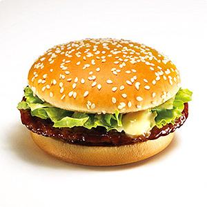 No Japão: McTeriaky, feito com carne de porco, molho de alho e gengibre (teriaky), molho especial e alface no pão com gergelim (Mc Donald's)