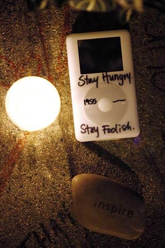 Usuário deixou iPod com dizeres do fundador da Apple em frente à casa dele em Palo Alto, Califórnia