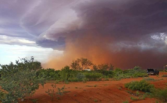 Tempestade de areia em Warralong, no noroeste da Austrália.