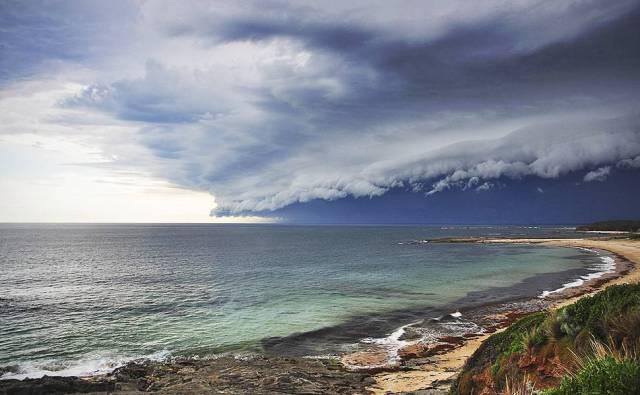 Tempestade se aproxima da Baía de Undertown, no sudeste de Victoria.