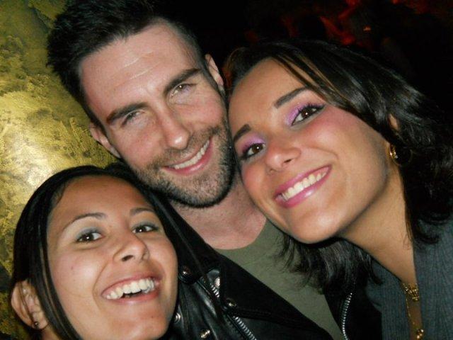 Nossa alunas Gabriela e Mariana e o vocalista do Maroon 5, Adam Levine